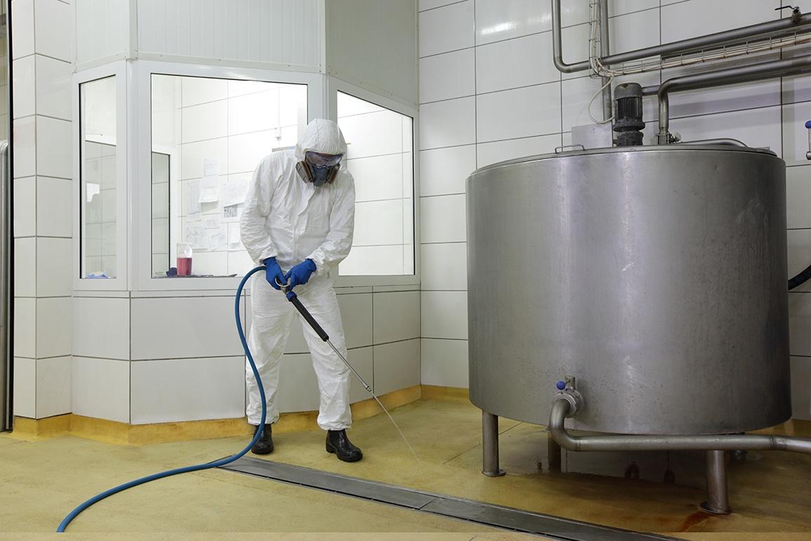 CHLORINATED FOAMING CLEANER for food plant sanitation